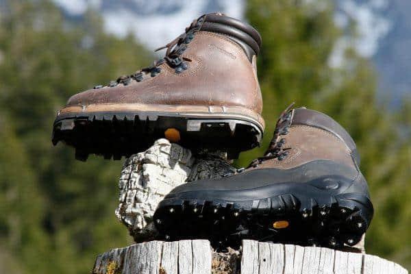 Spezial Schuhwerk mit Griff Eisen zwiegenäht oder mit Spikes für besten Halt ab 329.- bis 650.-